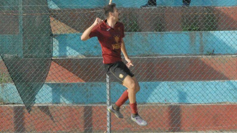 Doppio salto per il centravanti Luca Ferraro In due anni dalla Promozione alla Serie D