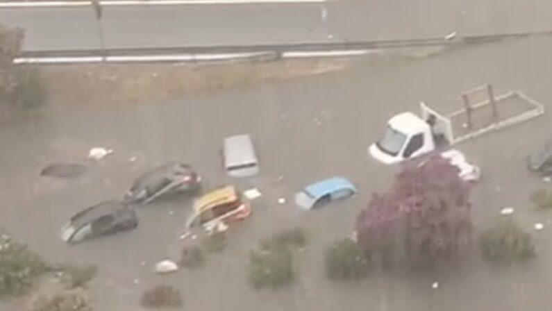Nubifragio a Palermo, due morti in una macchina sommersa. In due ore la pioggia di un anno