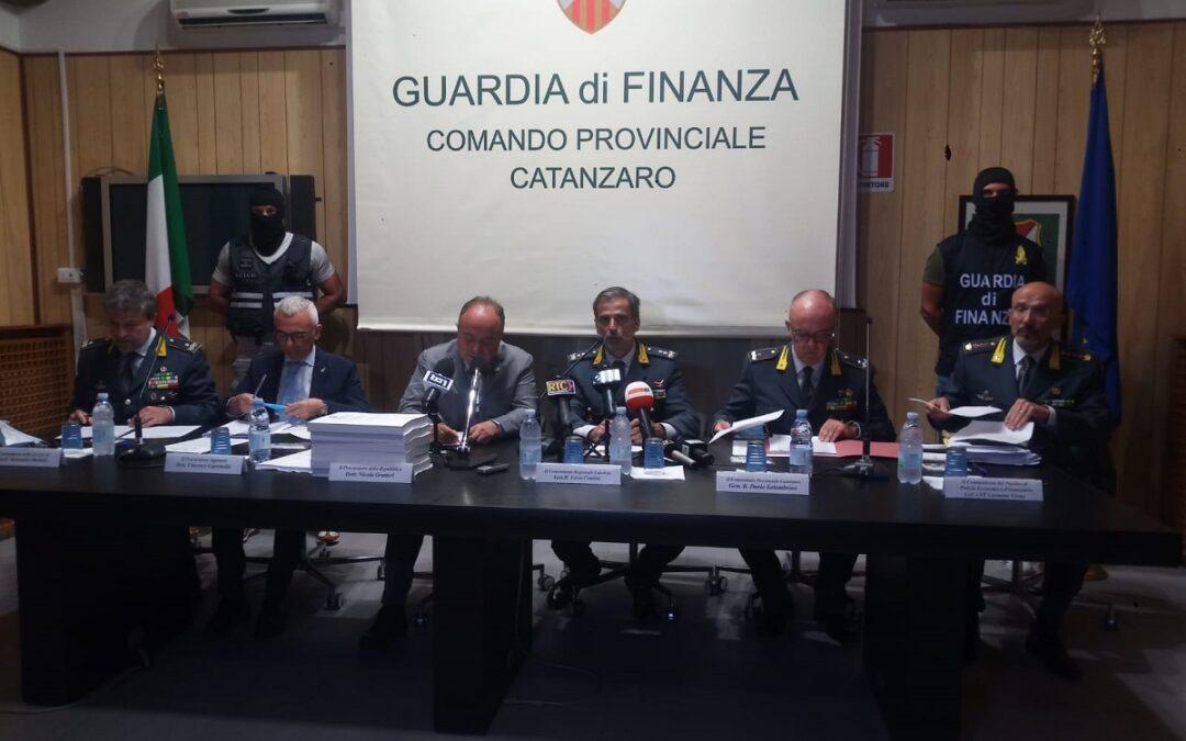 La conferenza stampa di presentazione dell'operazione con al centro il procuratore Nicola Gratteri