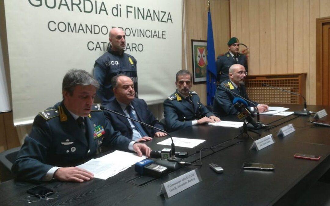 """Nicola Gratteri durante la conferenza stampa dell'operazione """"Ossessione"""""""