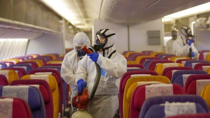 Positivo al coronavirus, controlli ai passeggeri giunti a Lamezia da Londra. Decine in quarantena