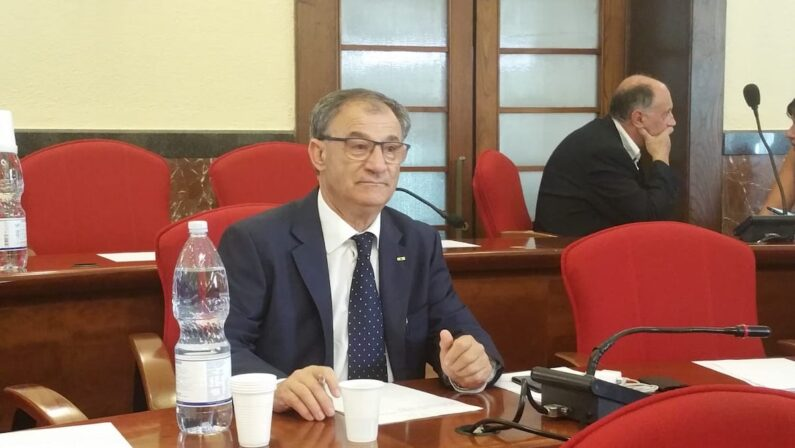 Vibo Valentia, Lo Bianco lascia il Consiglio e accusa l'esecutivo: «Si dimetta anche il sindaco»