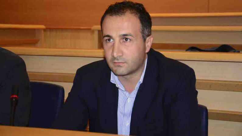 Niglia replica a Morra: «Non ho mai avuto contatti con i commissari di Briatico»