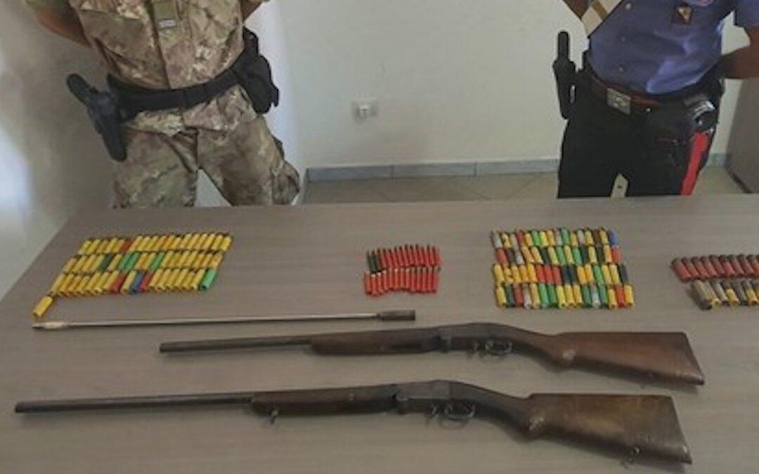Le armi e le munizioni sequestrate dai carabinieri