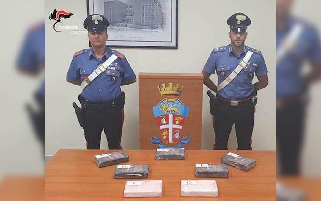 La droga sequestrata al poliziotto