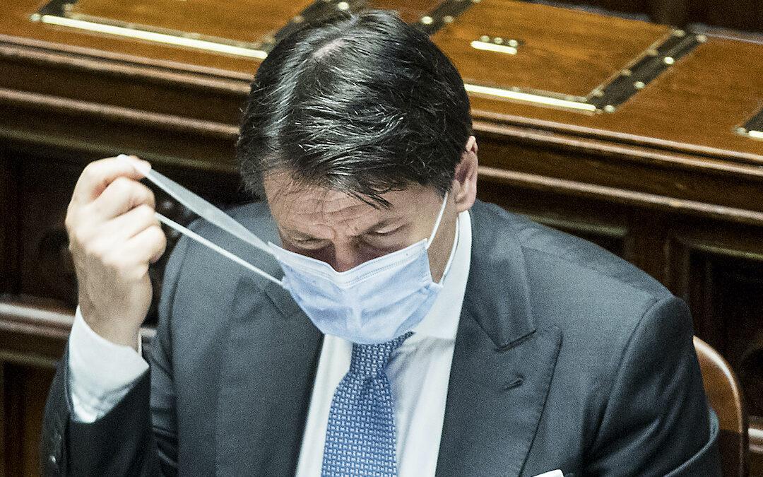 Il premier Conte durante il question time alla Camera (Foto Roberto Monaldo/LaPresse)