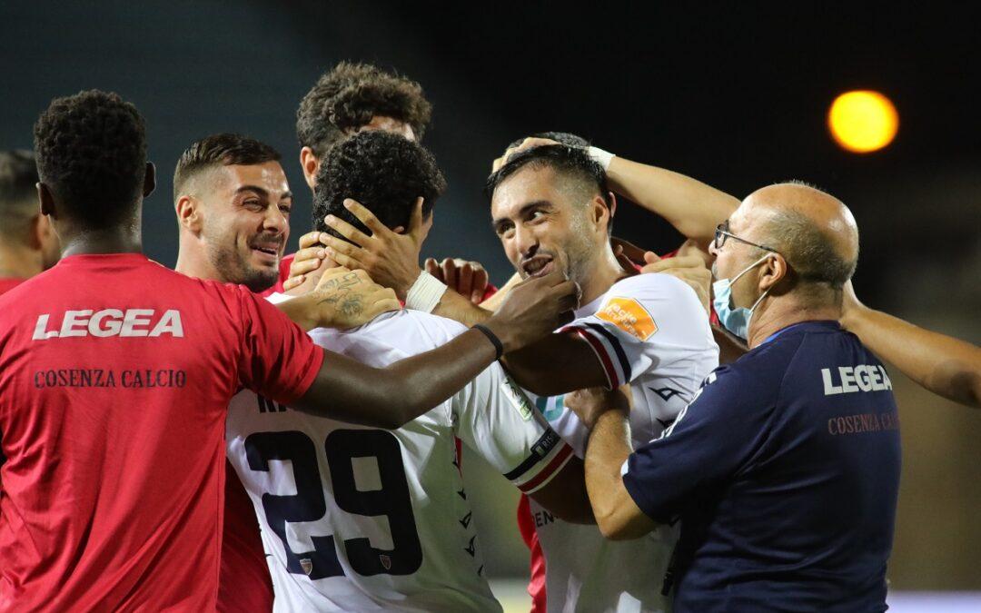 L'esultanza dei rossoblù ad Empoli dopo un gol di Riviere