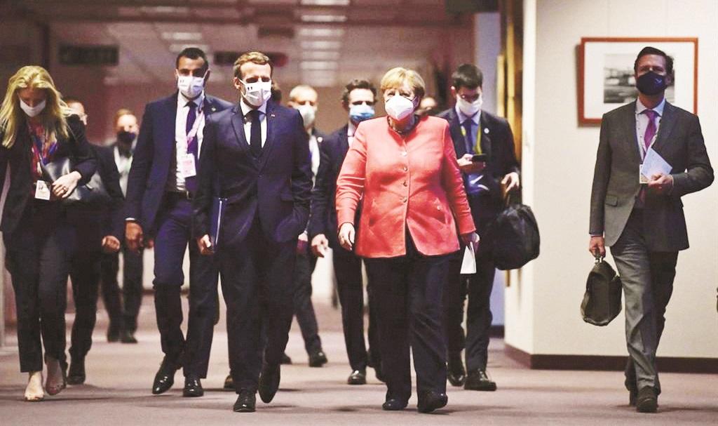 Angela Merkel con il francese Macron