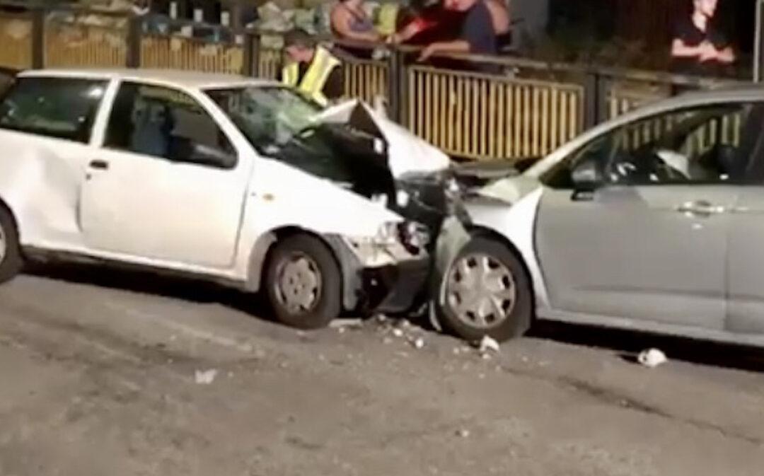 Le due auto che si sono scontrate all'imbocco del sottopassaggio