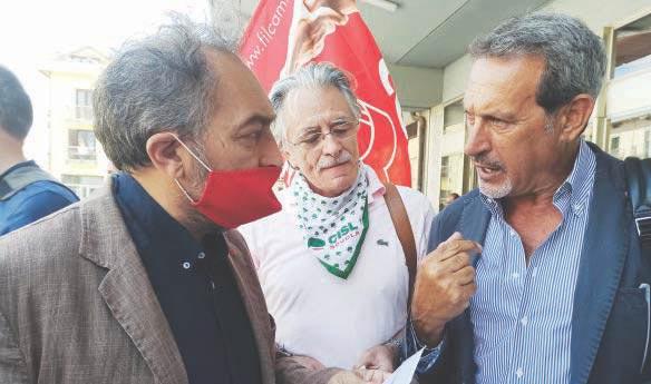 Vertenza Irpinia, crisi politica, sit in davanti alla Stazione di Avellino