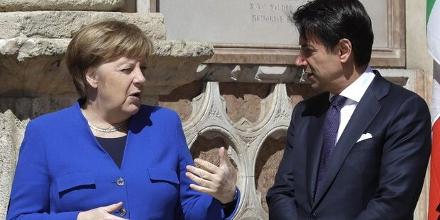 L'assist della Merkel a Conte: «Dall'Italia grande disciplina»