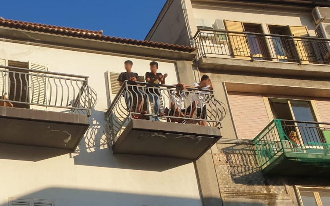 Alcuni migranti ospitati a Roccella