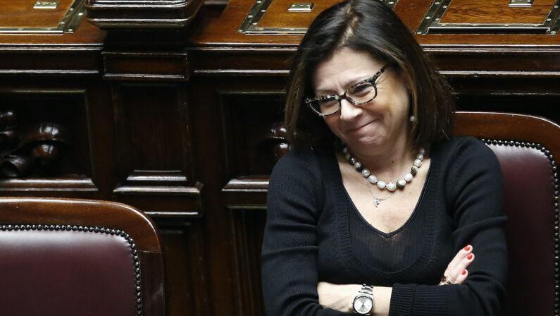 L'esibizione parlamentare della De Micheli modello Vispa Teresa svolazzante