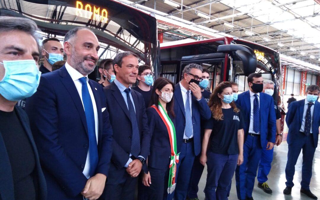 Virginia Raggi in visita presso la stabilimento di Industria Italiana Autobus a Flumeri