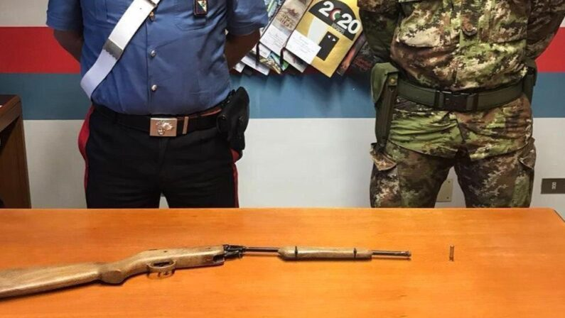 Armi nascoste in due terreni sequestrate dai carabinieri nel Reggino