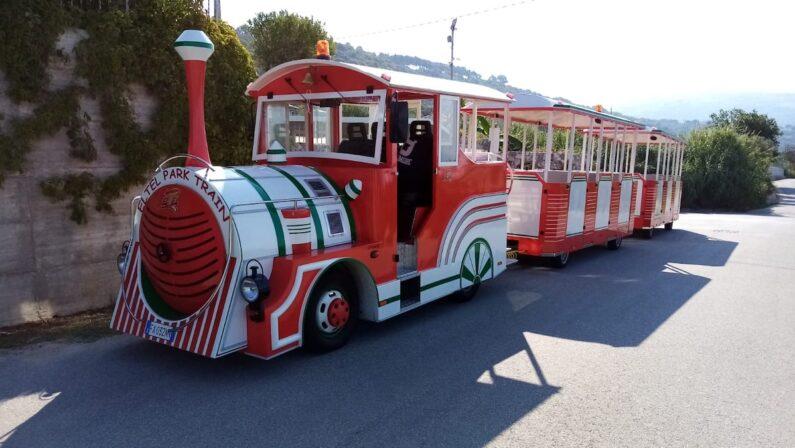 Ricadi, la scelta degli operatori turistici: via i bus, sarà il Trenino del Capo a trasportare i villeggianti a mare