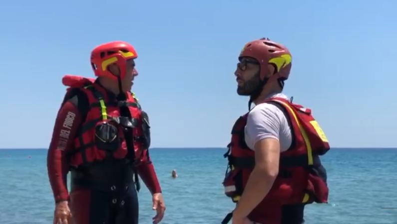 VIDEO - Protocollo per il soccorso acquatico dei vigili del fuoco, le simulazioni sulle spiagge di Simeri Crichi e Sellia Marina