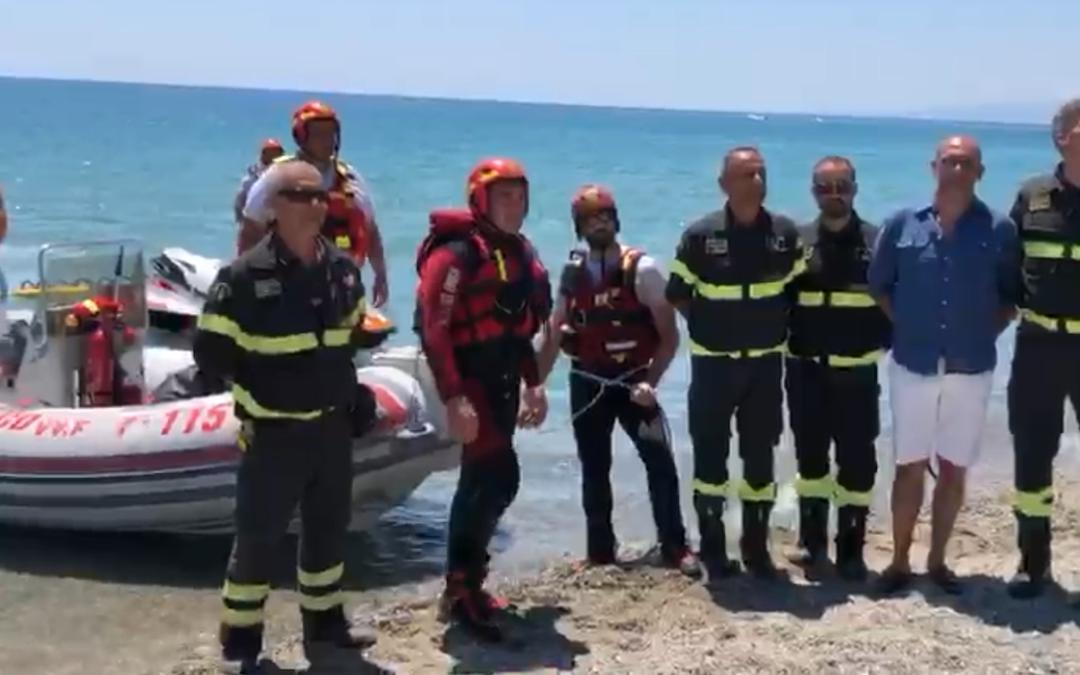 Protocollo per il soccorso acquatico dei vigili del fuoco, le simulazioni sulle spiagge di Simeri Crichi e Sellia Marina – VIDEO