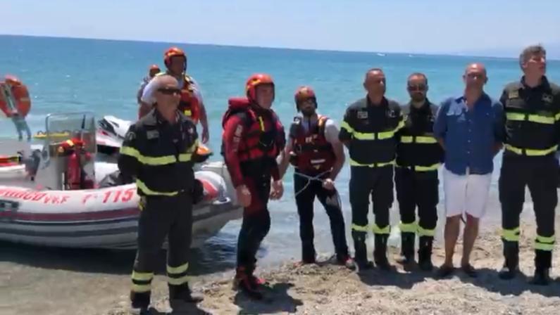 Protocollo per il soccorso acquatico dei vigili del fuoco, le simulazioni sulle spiagge di Simeri Crichi e Sellia Marina - VIDEO