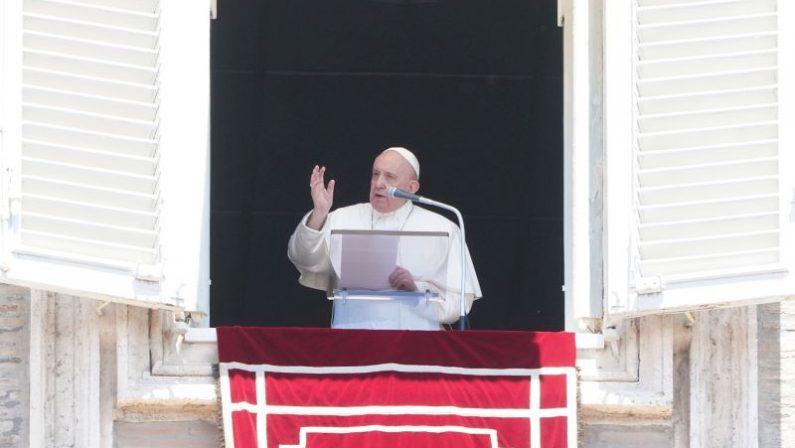 Papa Francesco: «La Croce non diventi monile o oggetto scaramantico»
