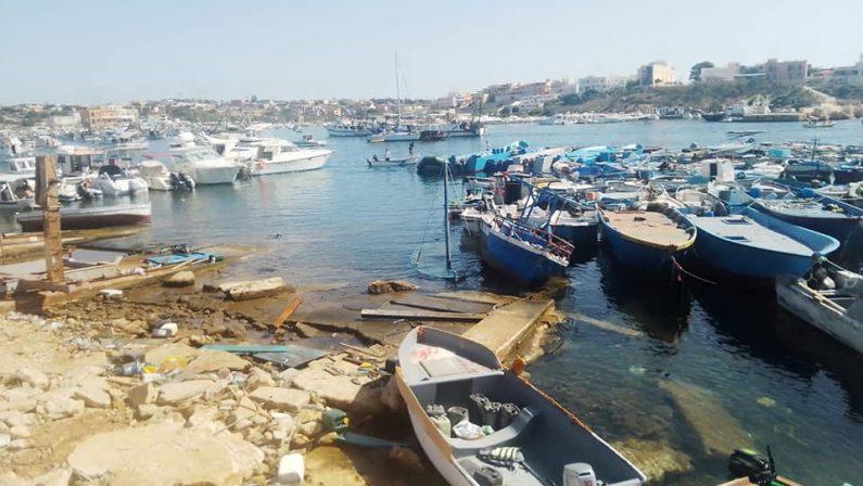 """Lampedusa, interviene l'Ue """"Rispettare le leggi sull'asilo"""""""