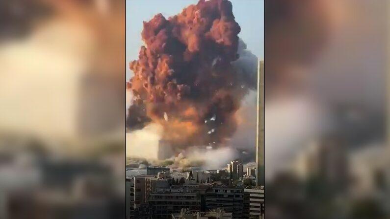 Violenta esplosione a Beirut, militare italiano tra centinaia feriti - il VIDEO scioccante dell'esplosione
