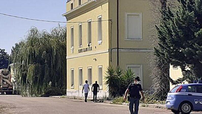 Coronavirus, la preoccupazione dei migranti dentro l'Old West di Ferrandina