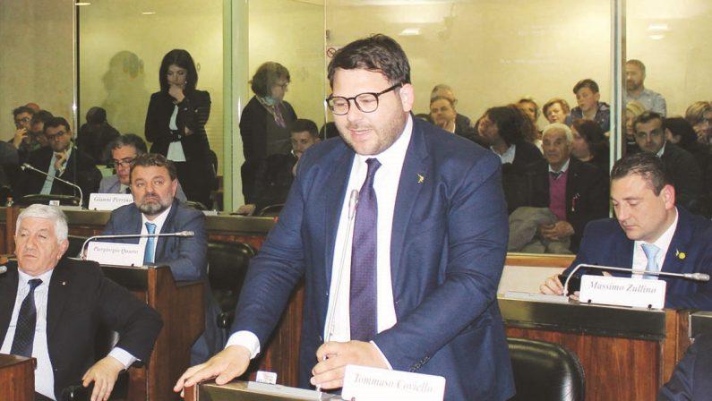Dimissioni Ferrara, «Frasi sessiste all'assessore Merra». Scontro Lega-M5s