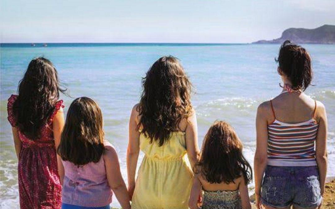 """L'immagine scelta per la locandina del film """"Le sorelle Macaluso"""""""