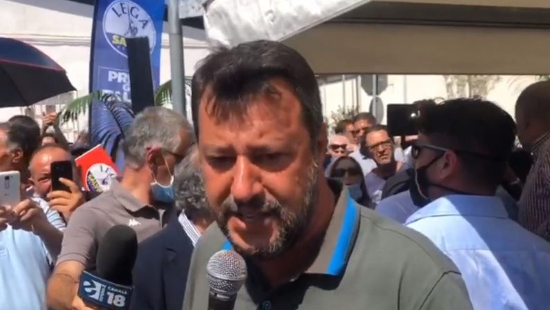 Salvini lancia la prima lista della Lega a Crotone e punta su porto, lavoro e sicurezza