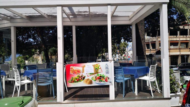 Gazebo abusivi chiusi sul lungomare di Reggio Calabria, elevati anche verbali
