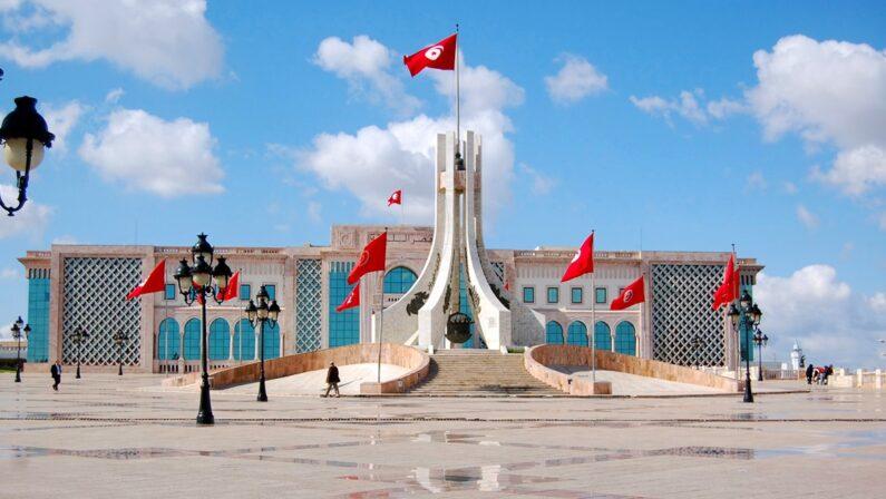 Perché si deve aiutare la Tunisia l'unico Paese arabo democratico