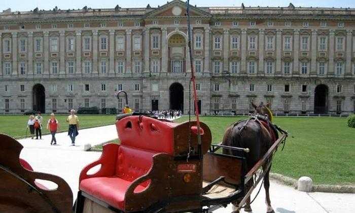Reggia Caserta: cavallo morto metre trainava una carrozza, la direzione cancella il servizio servizio