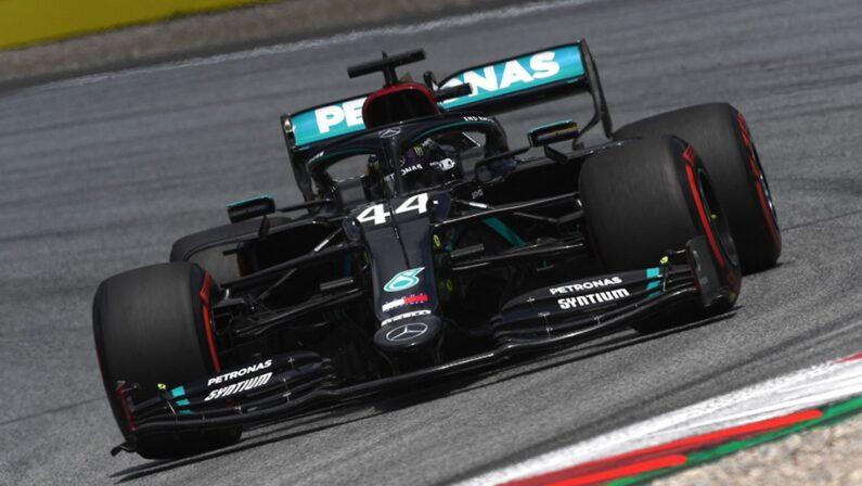 Formula 1, pole di Hamilton a Silverstone su Bottas e Verstappen