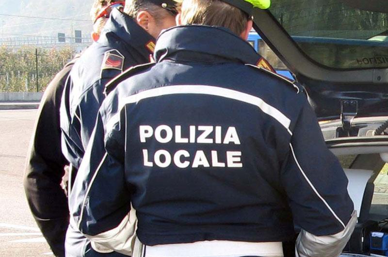 Dà fuoco a una discarica di rifiuti a Reggio Calabria: denunciato dalla polizia