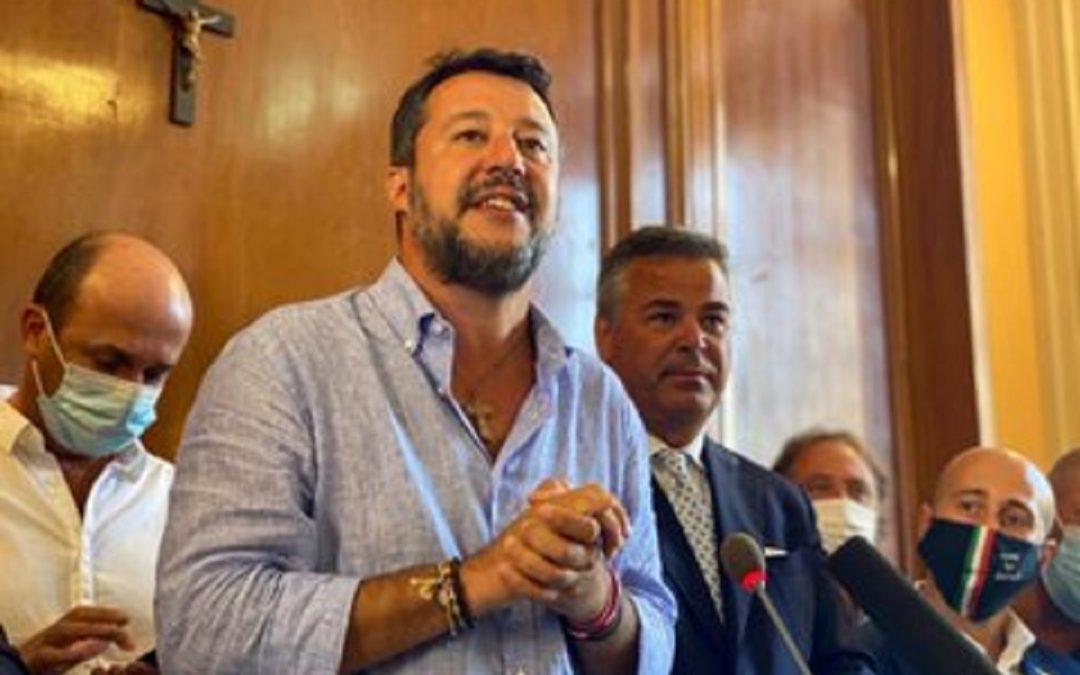 Salvini: «Sicilia, Puglia e Calabria non sono i campi profughi d'Europa»