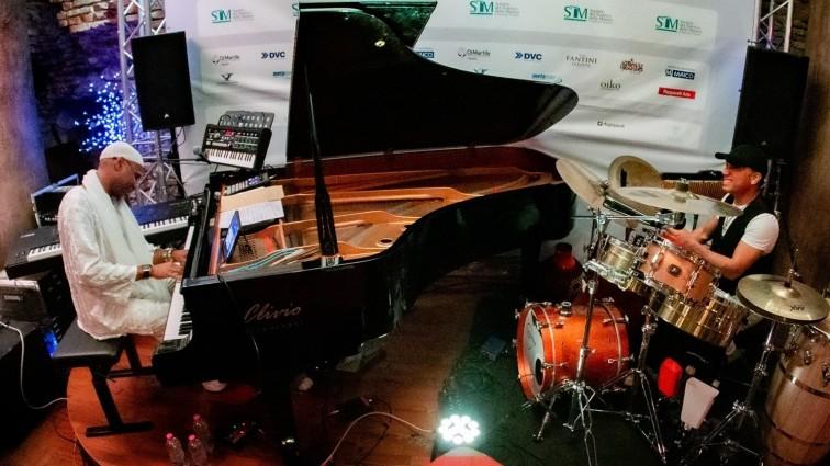 I ritmi cubani di Omar Sosa e Ernesttico a Summonte,  dal piano alle percussioni per il nuovo appuntamento di Sentieri Mediterranei