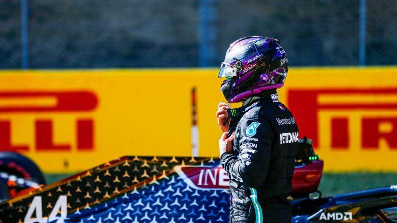 Formula 1, Hamilton trionfa al Mugello e fa 90 vittorie in carriera, le due Ferrari deludenti vanno a punti
