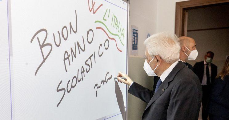 Scuola, il presidente Mattarella: «Il Paese non si divida, è una prova per tutti»