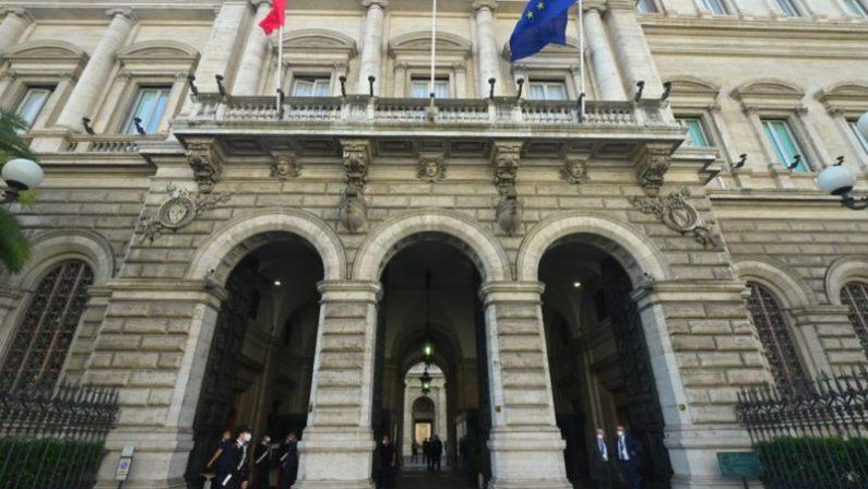 Bankitalia, a luglio il debito pubblico ancora in crescita raggiunge 2.560 miliardi e le entrate sono in calo