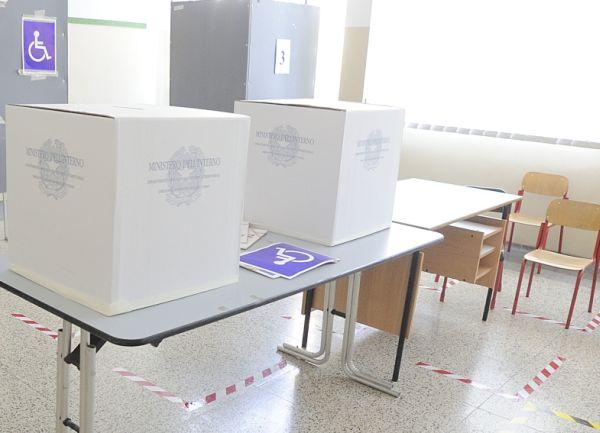 Referendum, alle 19 l'affluenza sfiora il 30%