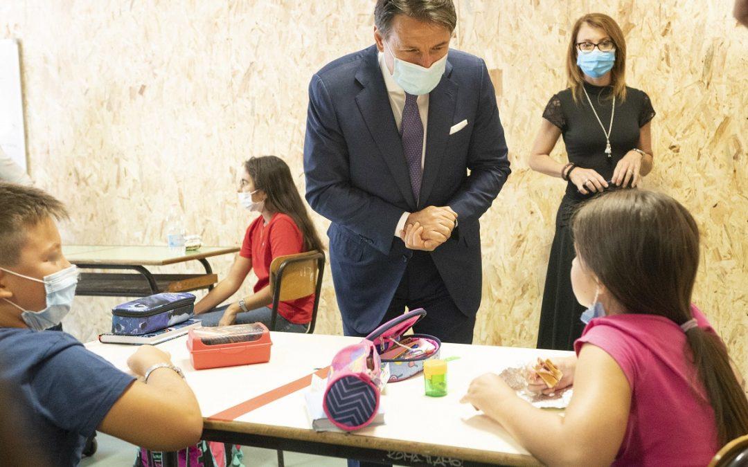Il Presidente del Consiglio, Giuseppe Conte, in visita alla scuola di Tor Bella Monaca