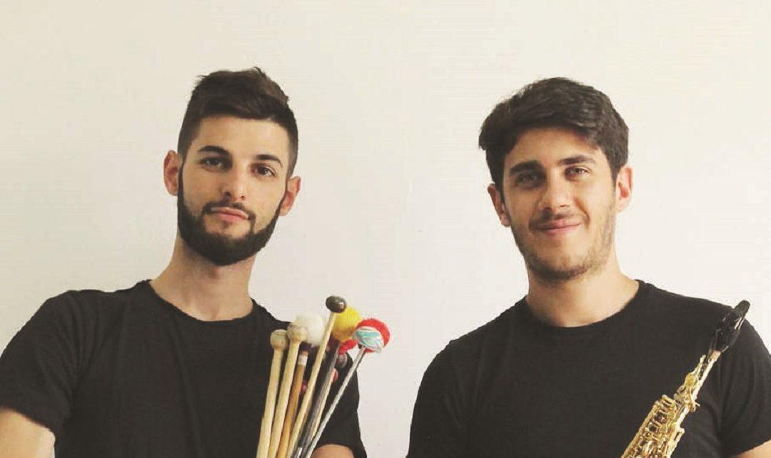 Il Duo Dubois, composto da Alberto Cavallaro (sax) e Federico Tramontana (percussioni)
