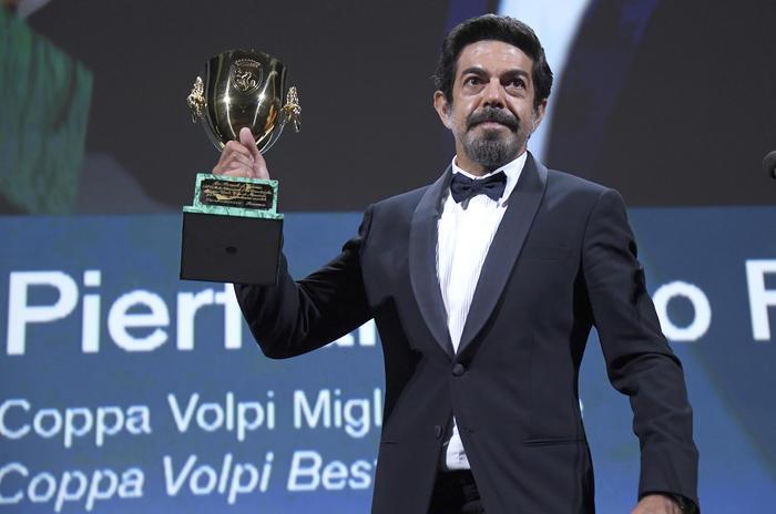 """Un pezzo di Calabria trionfa alla Mostra del Cinema di Venezia: Favino è Coppa Volpi con il film """"Padrenostro"""""""
