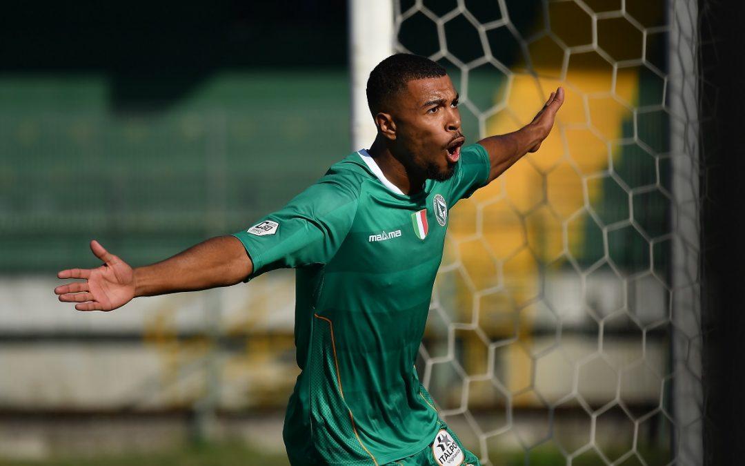 Calcio, Reggina: il neo acquisto Charpentier trovato positivo al coronavirus