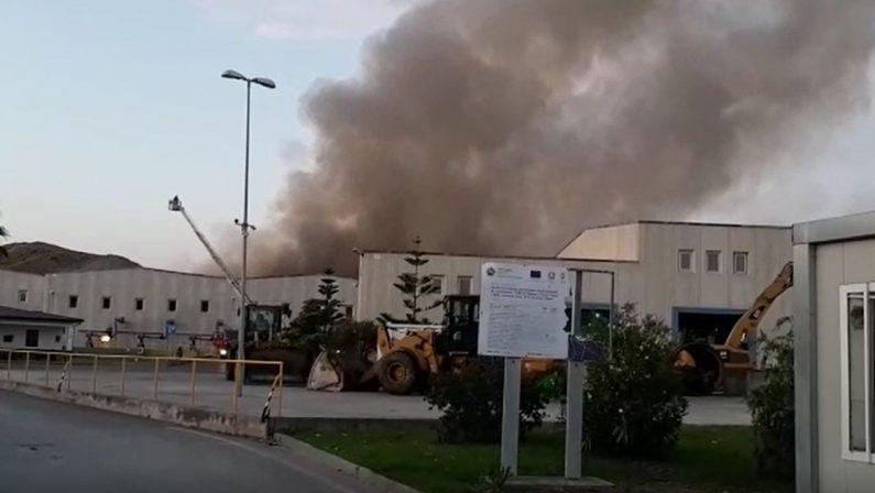 Siderno, esplosioni e fiamme all'impianto di trattamento dei rifiuti