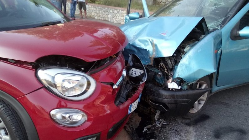 Incidente stradale nell'entroterra vibonese, ferite due persone a Soriano