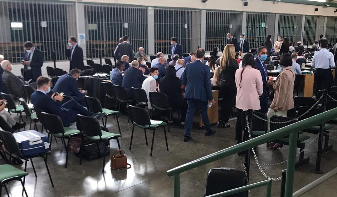 Gli avvocati si sistemano nell'aula bunker di Rebibbia