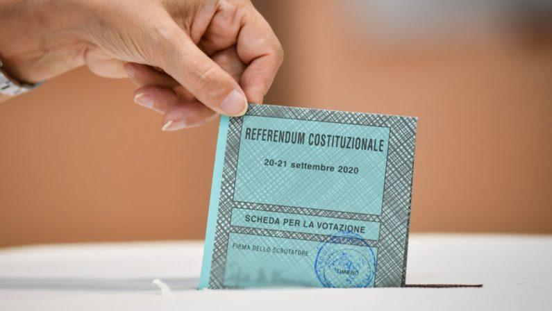 Referendum sul taglio dei Parlamentari: vince il Sì, ma le elezioni non arriveranno prima del 2022