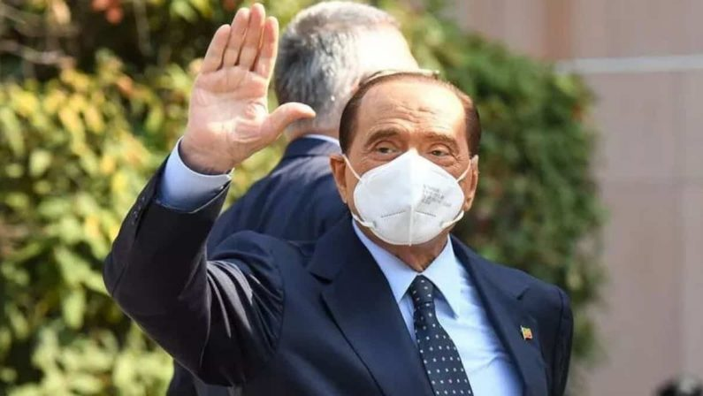 Berlusconi, applausi alla Festa dell'Unità